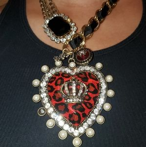 BETSEY JOHNSON ROYAL ENGAGEMENT HEART NECKLACE